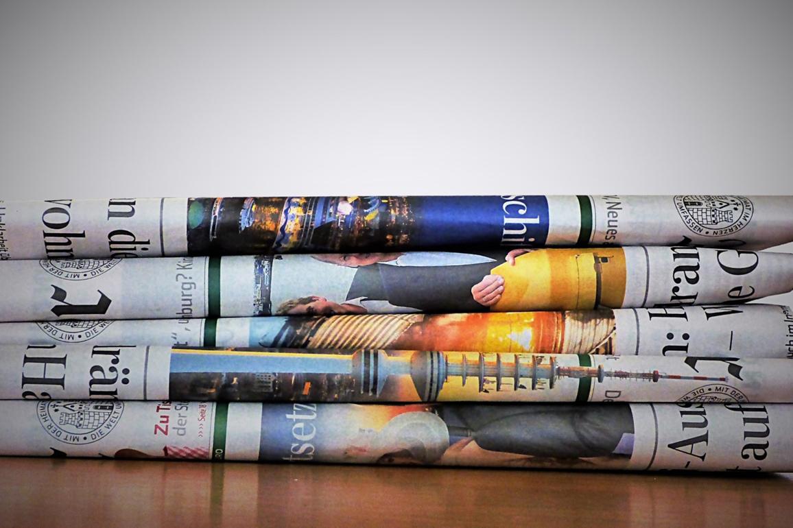 Gabinete de Prensa - La prensa del día esperando ser analizada para una newclipping - Equiza Comunicación - Logroño - La Rioja